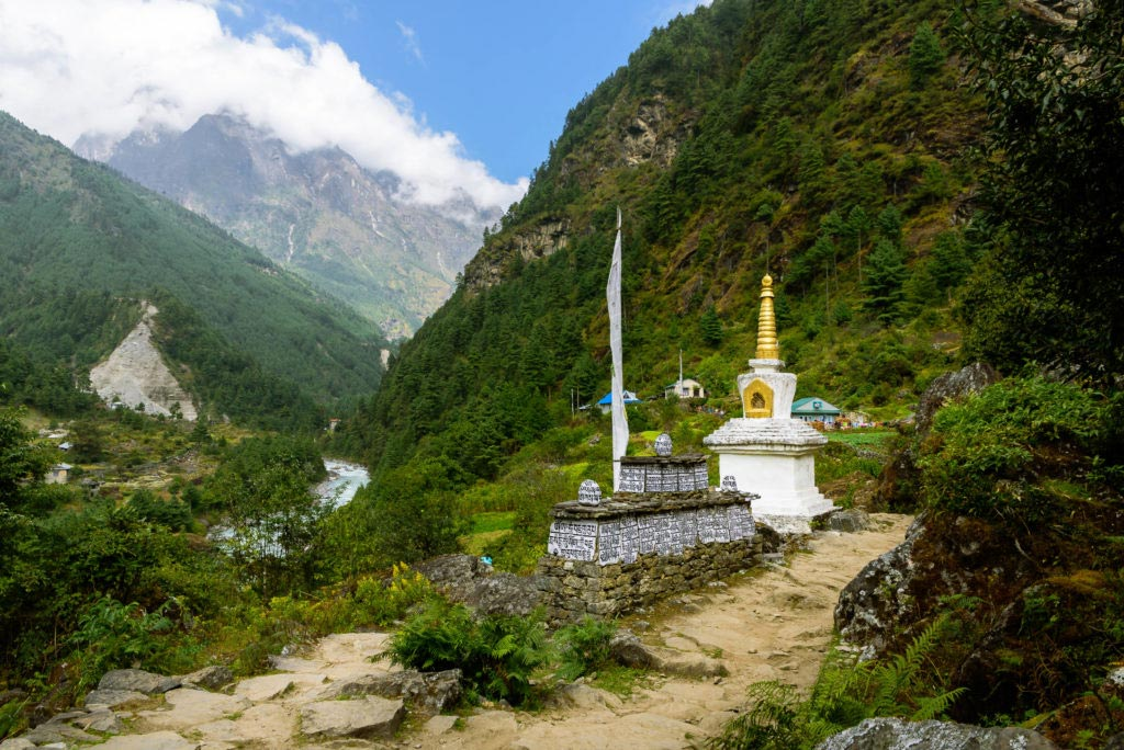 The-Himalayas-Getting-There-stupa