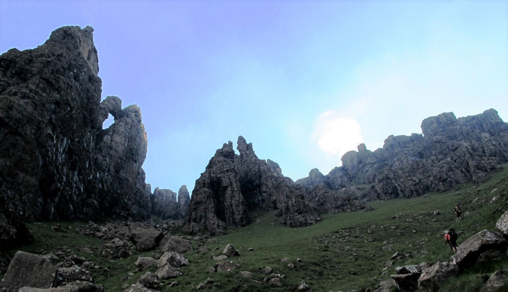drakensberg-grand-traverse-fangs-formations