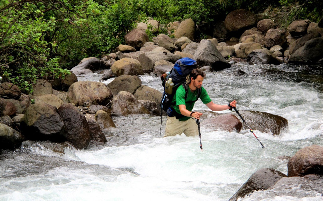 drakensberg-grand-traverse-fangs-stream