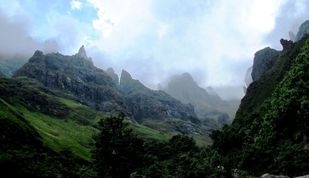 drakensberg-grand-traverse-fangs