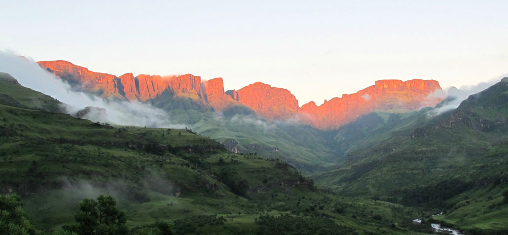 drakensberg-grand-traverse-sunrise