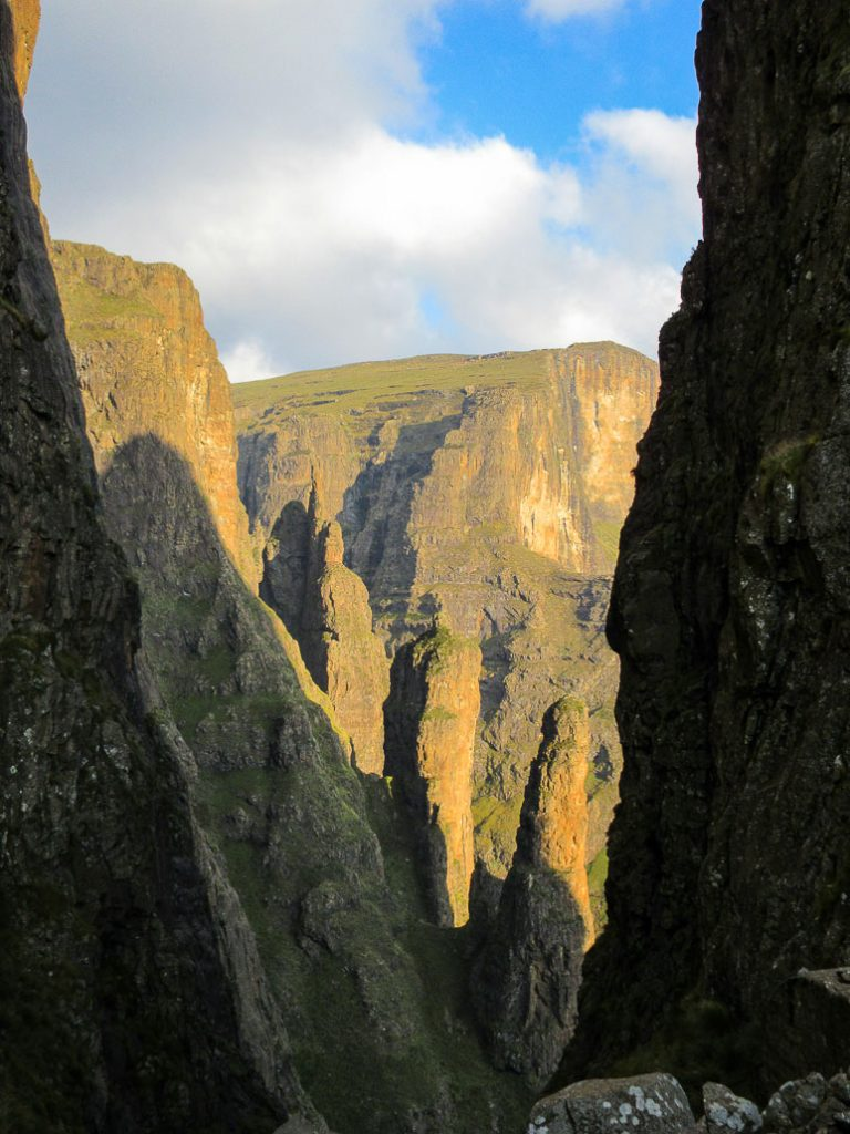 drakensberg-passes-black-and-tan-wall