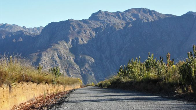 du-toits-peak-private-farm-road