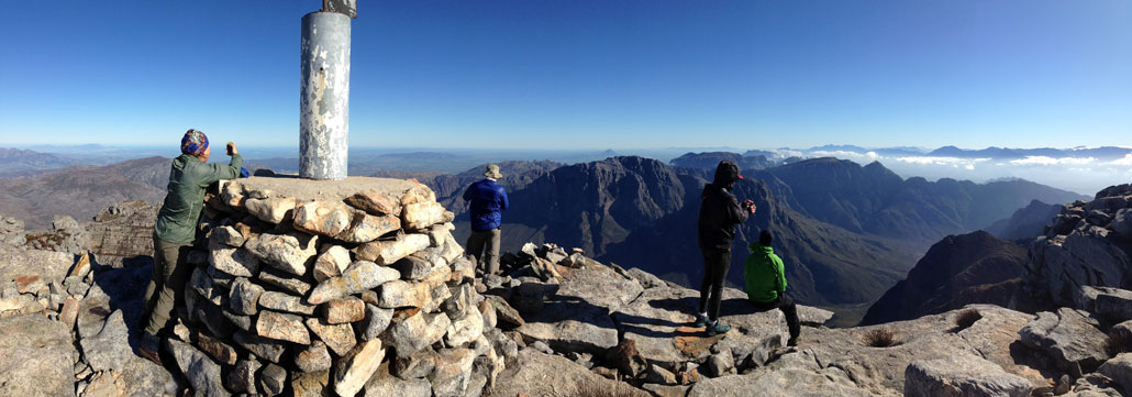 du-toits-peak-summit-view-pano