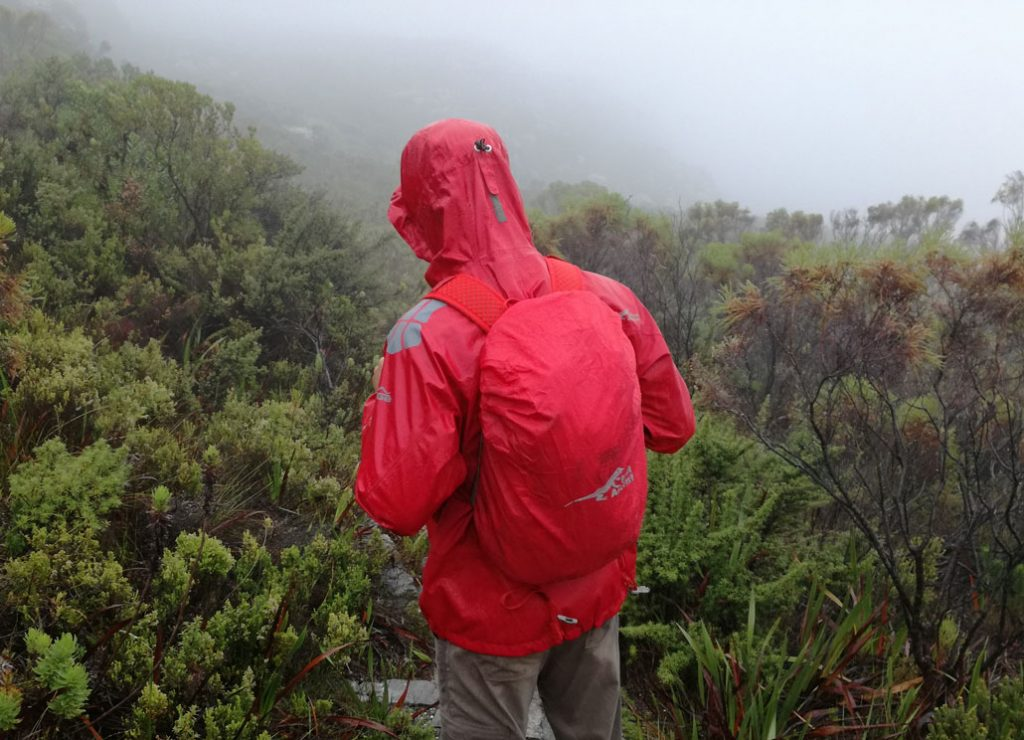 first-ascent-flash-25l-rain-cover-2