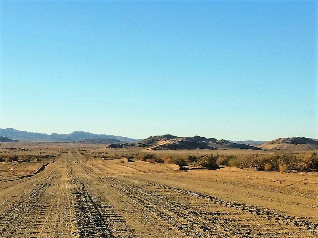 fish-river-canyon-gravel-road2