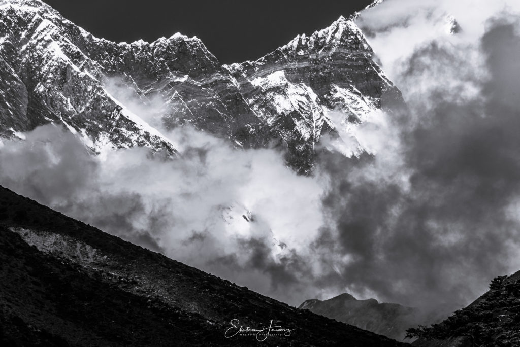 himalayas-mountains-clouds-contrast