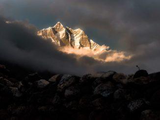 himalayas-lhotse-afternoon-sun