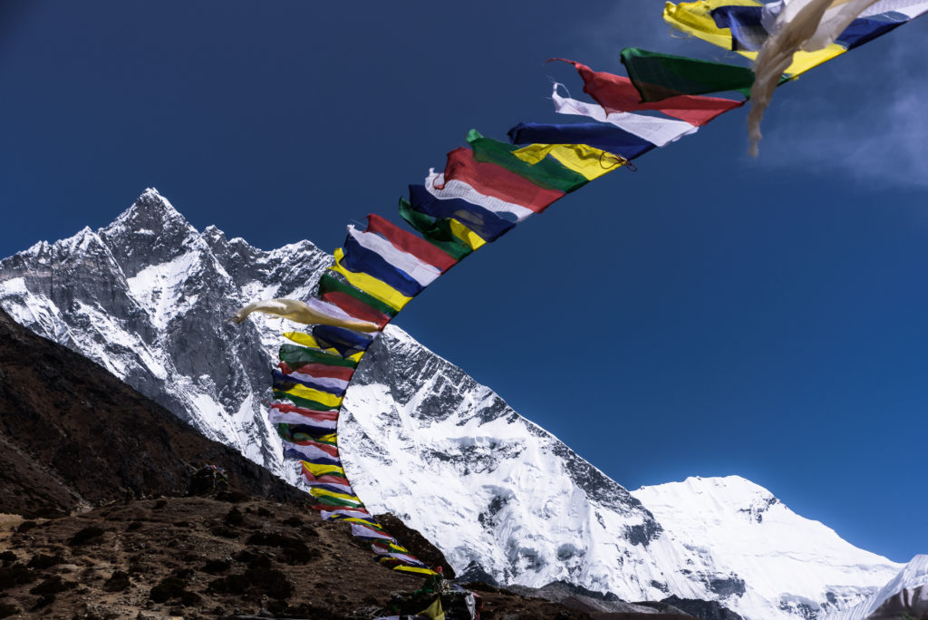 himalayas-lhotse-prayer-flags