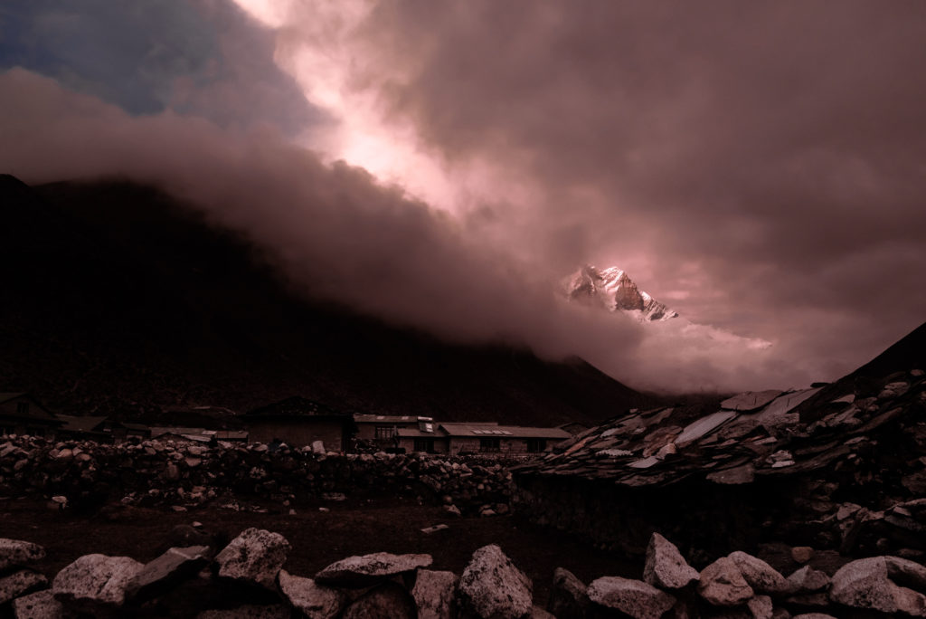 himalayas-lhotse-surreal-light