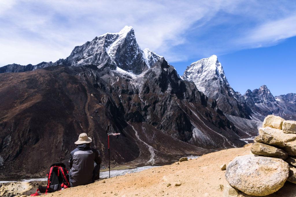 himalayas-taboche-cholatse-hiker