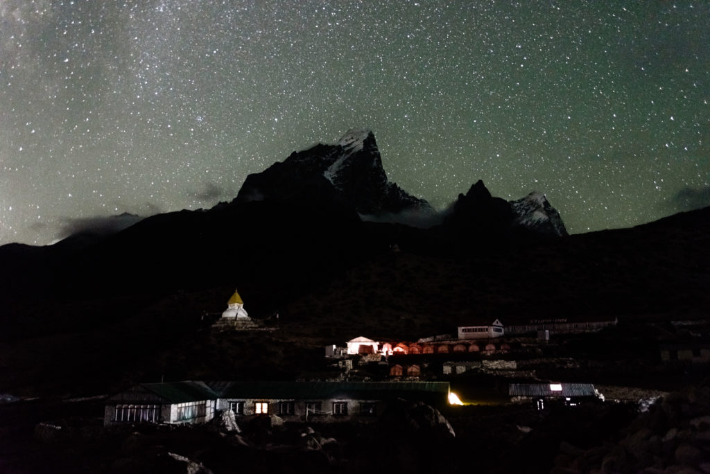 himalayas-taboche-stars-dingboche-stupa
