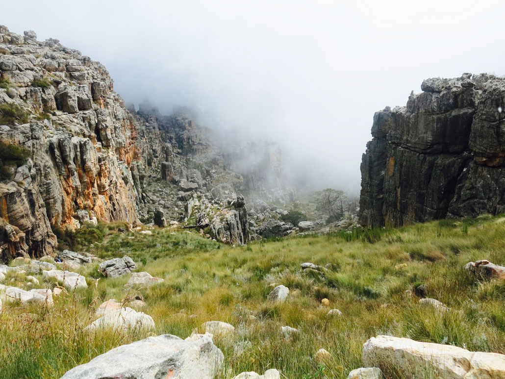 rim-of-africa-t1-rocky-valley-mist