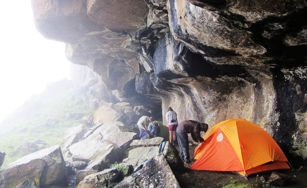 hiking-tents-cave