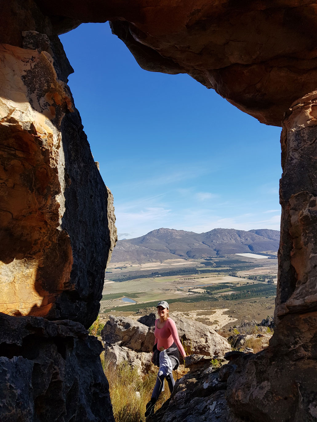 wolfkop-hiker-cave