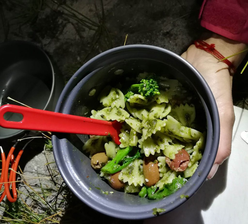 best-hiking-recipes-coriander-pesto-pasta