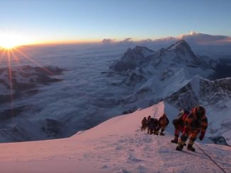 video-everest-summit-climb-3