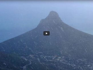 video-snowfall-on-table-mountain-2